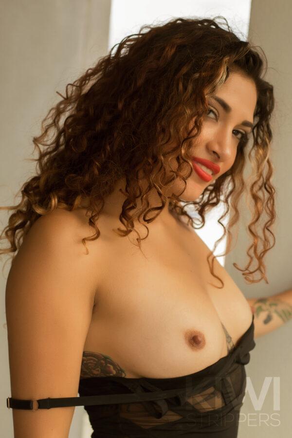 Nude Waitress NZ