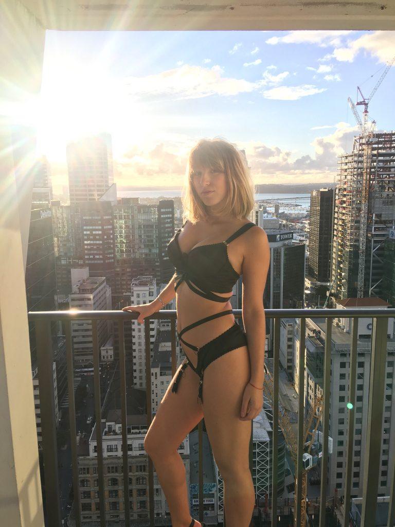 Kiwi Strippers - Carmen
