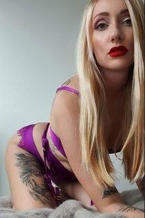 Auckland Topless Waitressing - Bambi