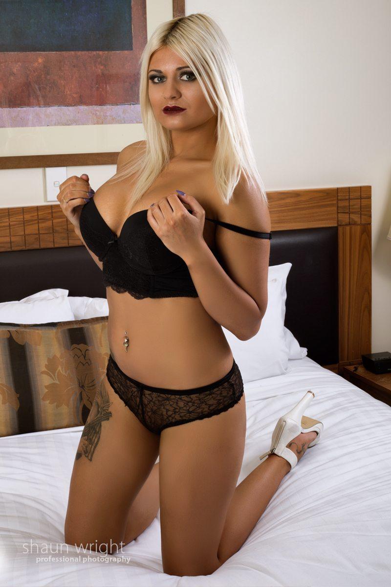 Nude Hostess - Oxy
