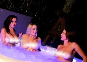3 Nude Hostesses - 1hr