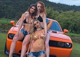 3 Bikini Girls - 3hrs